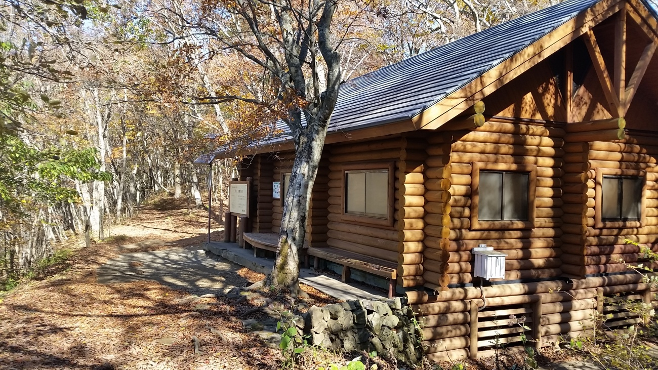 三頭山避難小屋
